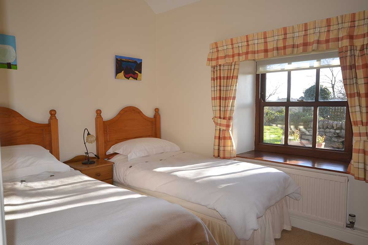 self catering cottage bedroom near penzance